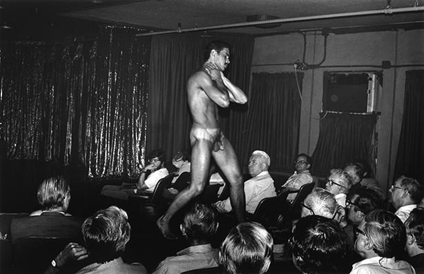 http://editionslutanie.fr/files/gimgs/th-28_57_Male_Dancers.jpg